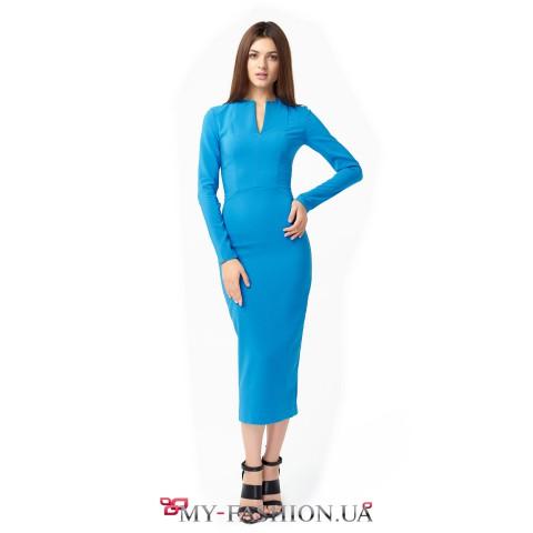 Приталенное платье приятного голубого цвета