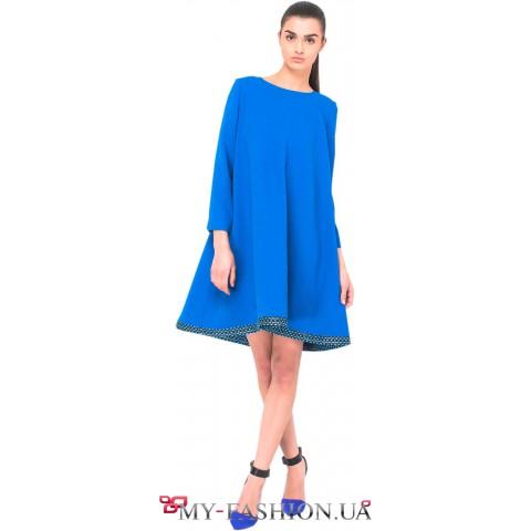 Насыщенное синее платье А-образного силуэта