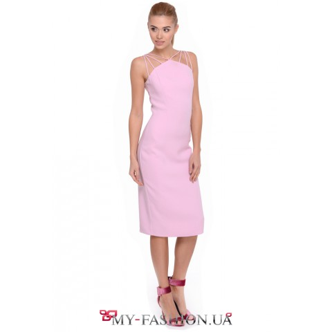 Коктейльное платье-футляр пурпурного цвета