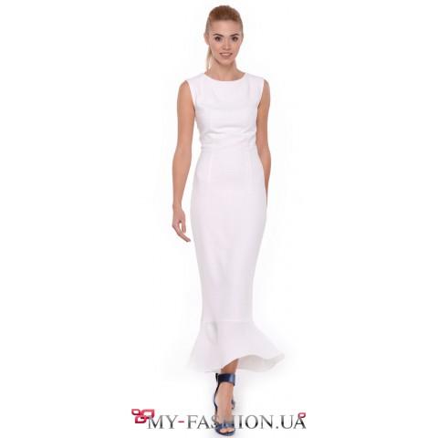 Жемчужно-белое платье силуэта trampet