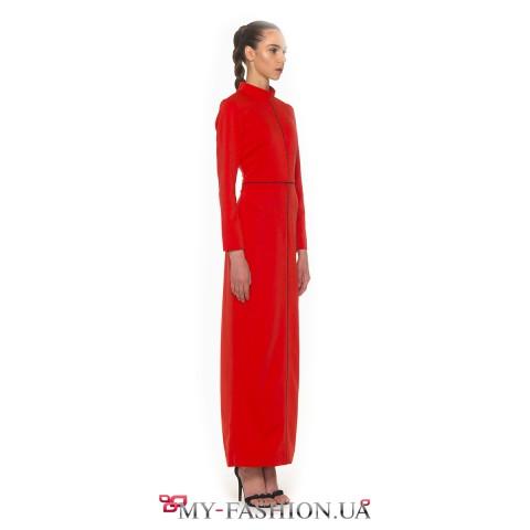 Платье-футляр в пол насыщенного красного цвета