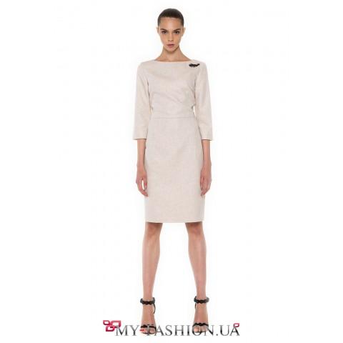 Облегающее платье-футляр бежевого цвета
