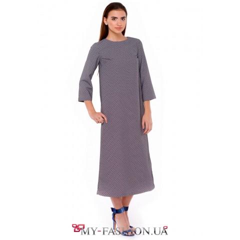 Платье - миди длины изготовлено из фактурного жаккарда