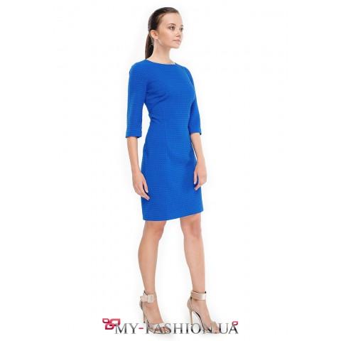 Женственное платье-футляр ярко-синего цвета