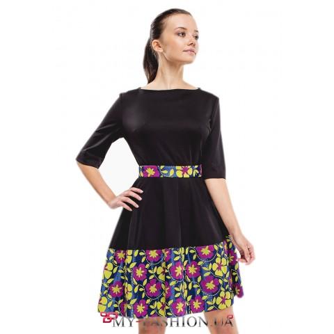 Трикотажное платье с  цветным манжетом внизу