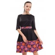 Кокетливое трикотажное платье с жаккардовым цветным