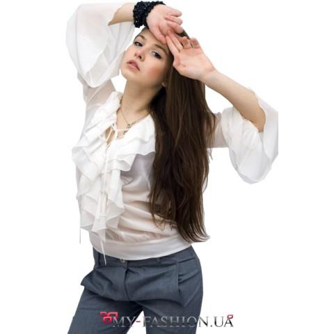 Блузка с воланом и расклешенными рукавами