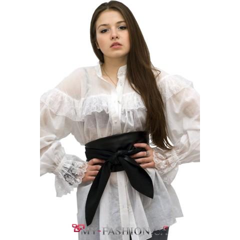 Блузка белая с рюшами и кружевом