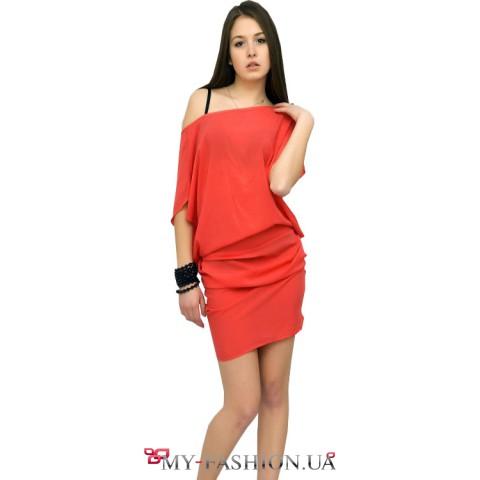 Платье красное асимметричное