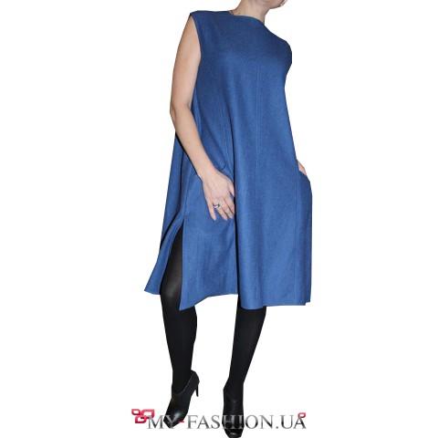 Синее платье свободного силуэта без рукавов