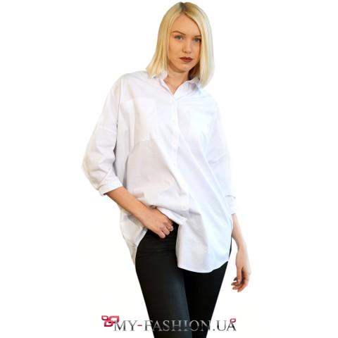 Женская белая рубашка фасона оversize