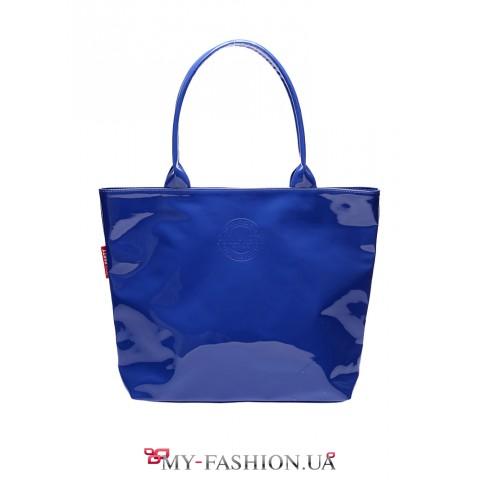 Стильная лаковая сумка синего цвета