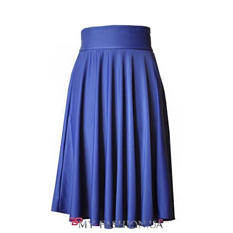 Трикотажная юбка насыщенного синего цвета