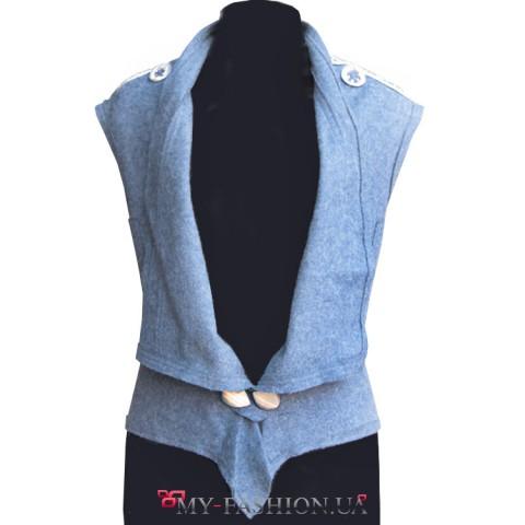 Нежно-голубой женский жилет с ручной вышивкой