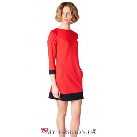 Красное платье приталенного силуэта с окантовкой