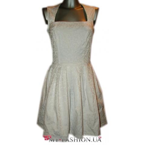 Белое коктейльное платье с цветочным рисунком