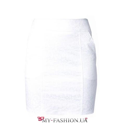 Короткая белая юбка-карандаш из жаккарда
