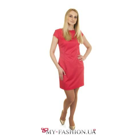 Короткое платье-футляр с карманами
