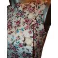 Короткий летний сарафан с цветочным принтом