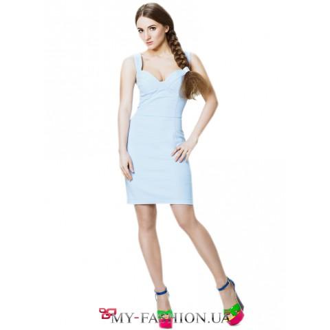 Голубое платье на широких бретельках