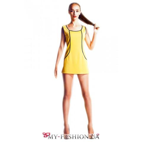 Короткое платье-сарафан жёлтого цвета