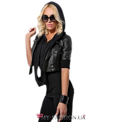 Короткая кожаная куртка чёрного цвета