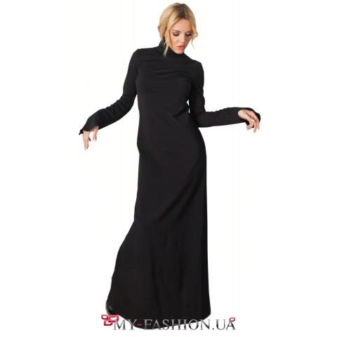 Длинное чёрное платье с высоким воротником
