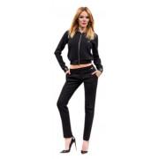 Чёрный костюм со стильными узкими брюками