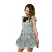 Коктейльное платье из кружева трендового дымчатого цвета