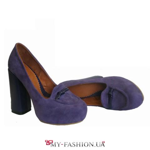 Женские фиолетовые туфли с декоративным язычком