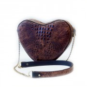 Коричневая женская сумка в форме сердечка