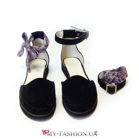 Женские туфли-делёнки из чёрной замши
