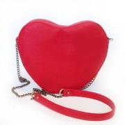 Необычная красная сумка в форме сердечка