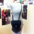 Чёрная кожаная сумка «кросс-боди» с бахромой