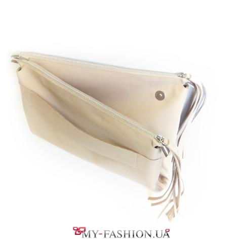 Необычная бежевая сумка-клатч с кистью
