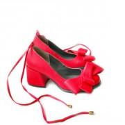 Неординарные женские туфли с большими бантами