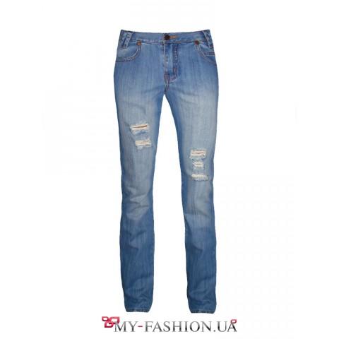 Голубые дизайнерские джинсы с потёртостями
