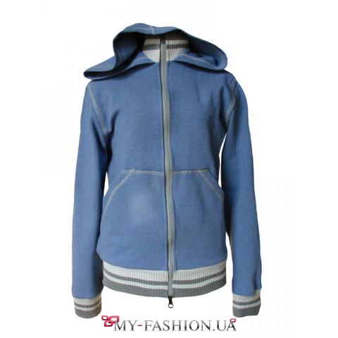 Голубая куртка-ветровка с капюшоном