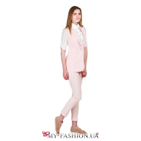 Элегантный жилет удлиненной модели нежно - розовый цвет