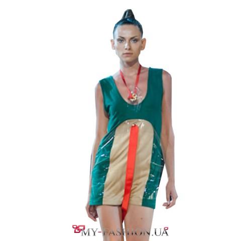 Короткое зелёное платье из штапеля с декором