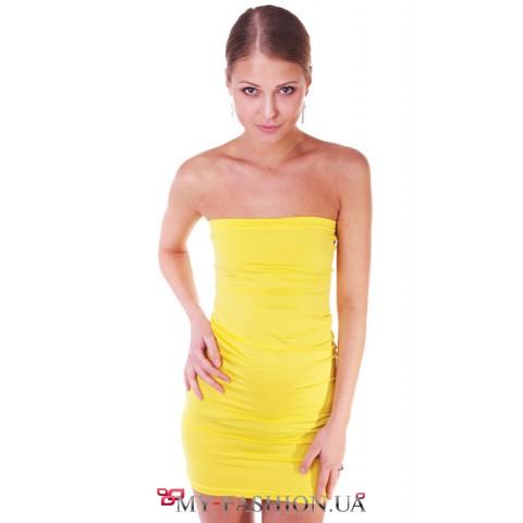 Короткое облегающее платье лимонного цвета