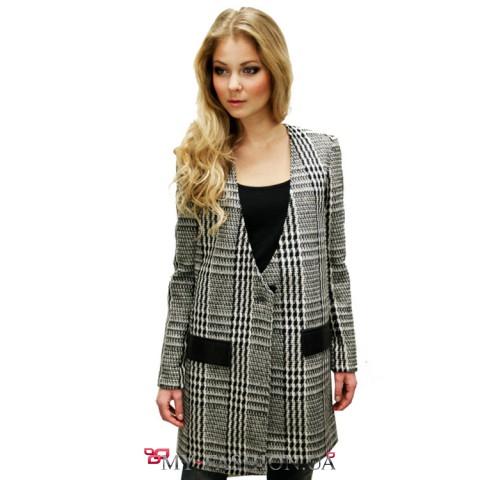 Замечательное пальто в чёрно-белою клетку