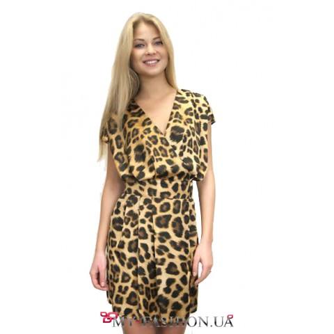Короткое атласное платье на запах