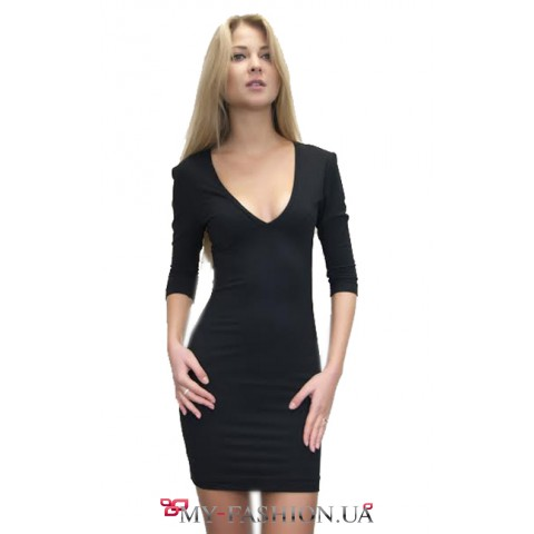 Короткое чёрное трикотажное платье