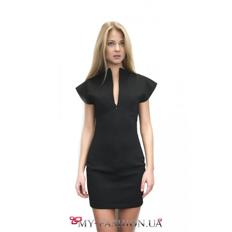 Короткое платье на потайной молнии