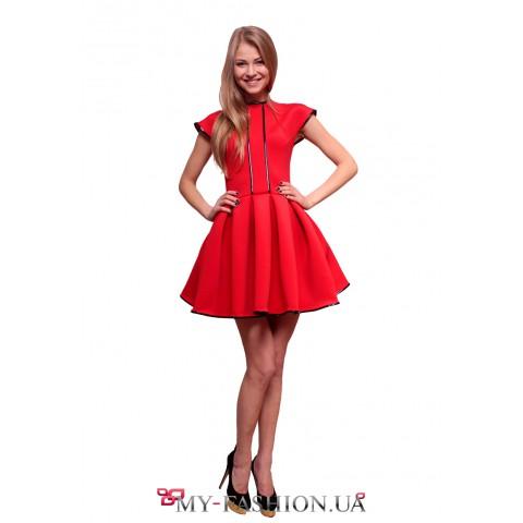 Короткое красное платье с пышной юбкой из неопрена