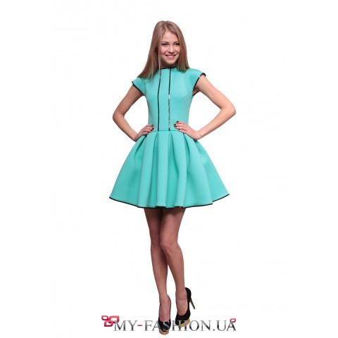 Короткое бирюзовое платье с пышной юбкой из неопрена