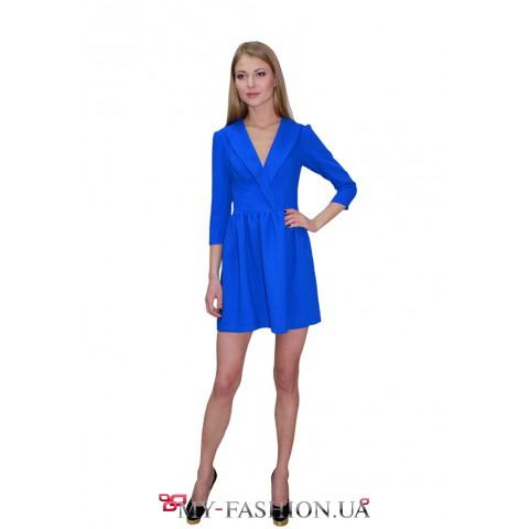 Короткое синее платье с полочкой на запах
