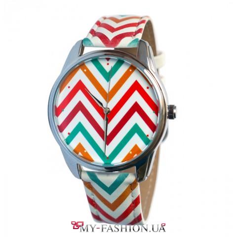 Яркие наручные часы в косую полосочку