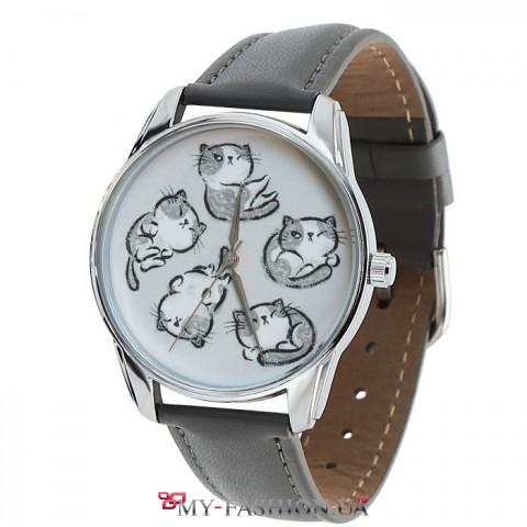 Оригинальные авторские часы с котиками